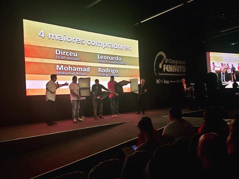 Auto Avaliar homenageia TOP 4 lojistas compradores durante o 8º Congresso FENAUTO